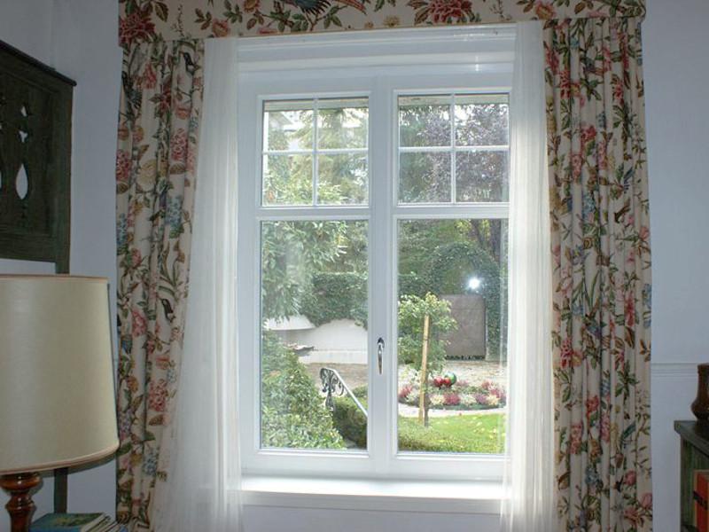 Gartenblick durch das perfecta Fenster