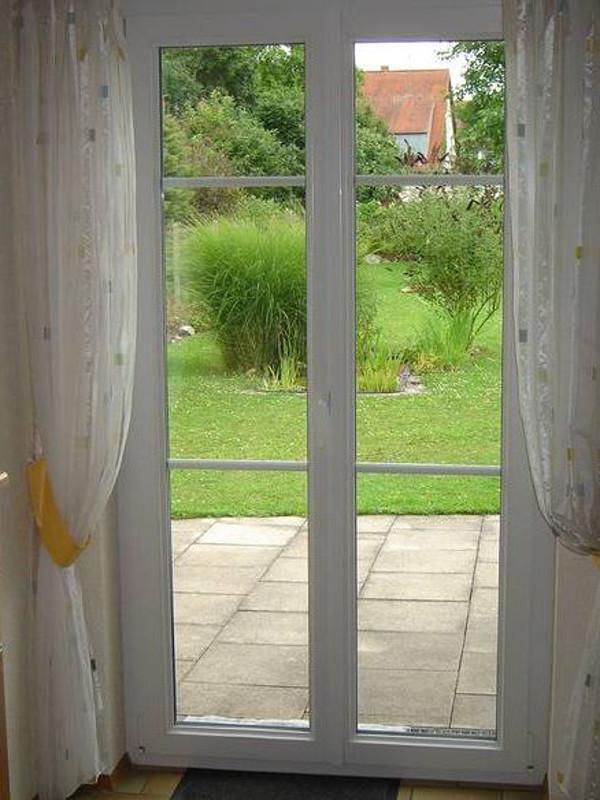 Gartenblick durch die perfecta Tür