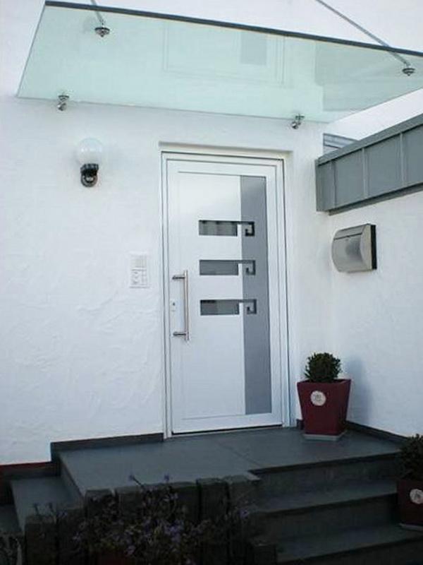Glasdach über perfecta Tür