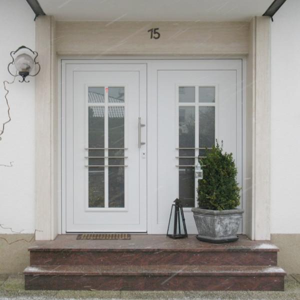 Marmorstufen vor perfecta Tür