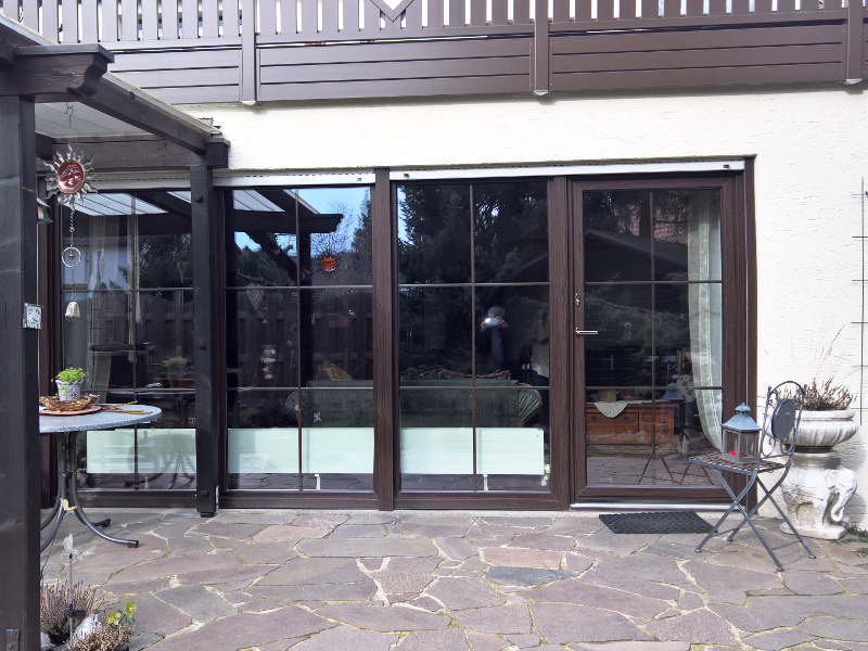 perfecta Fensterfront und Steinterasse