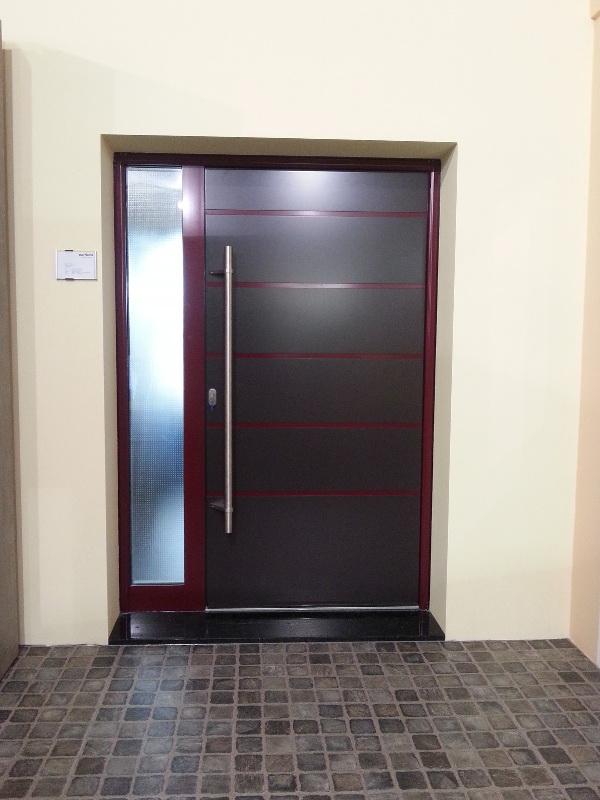 perfecta Tür mit gefliestem Eingangsbereich